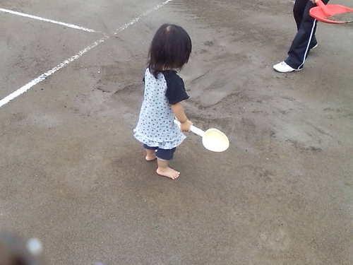 Yuaも砂まき~