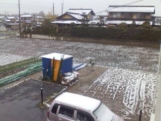 まさかの雪!?